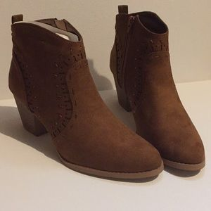 Shoes - Western Heeled Ankle Boots